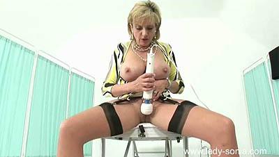 Lady Sonia - Electric Clitoris Massage