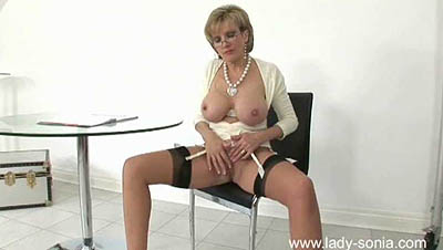 Lady Sonia - I Want to Help You to Cum