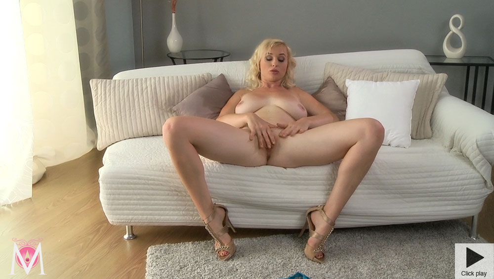 Mature Masterbation Tube 111
